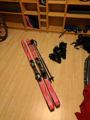 Women ski and poles skis