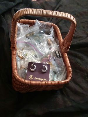 Costume jewelry basket, over 30 pieces! Mostly clip earrings