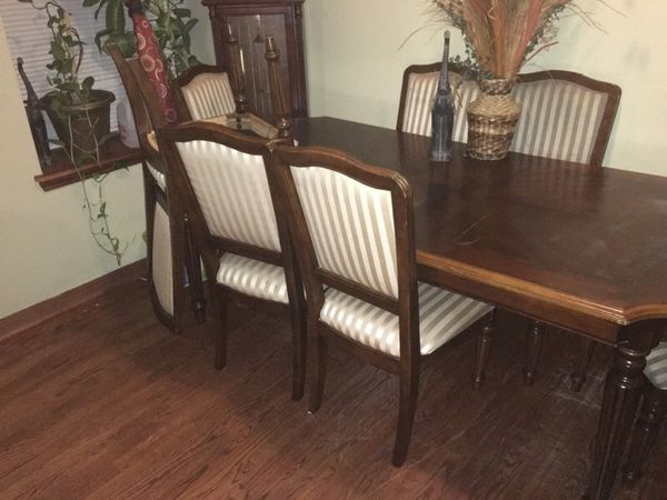 Family table furniture in chicago il offerup for Furniture 60614