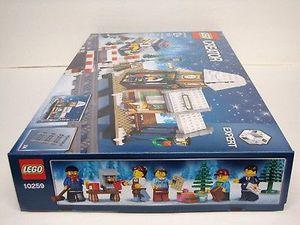 Never Opened LEGO Creator Expert Winter Village Station 10259 Building Kit (902 Piece)