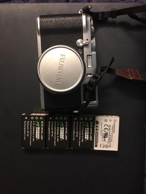 Fuji Fujifilm X100 Original 12.3MP + 4 batteries and leather halfcase