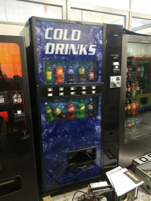 Cold drink vending machine fully working best deal