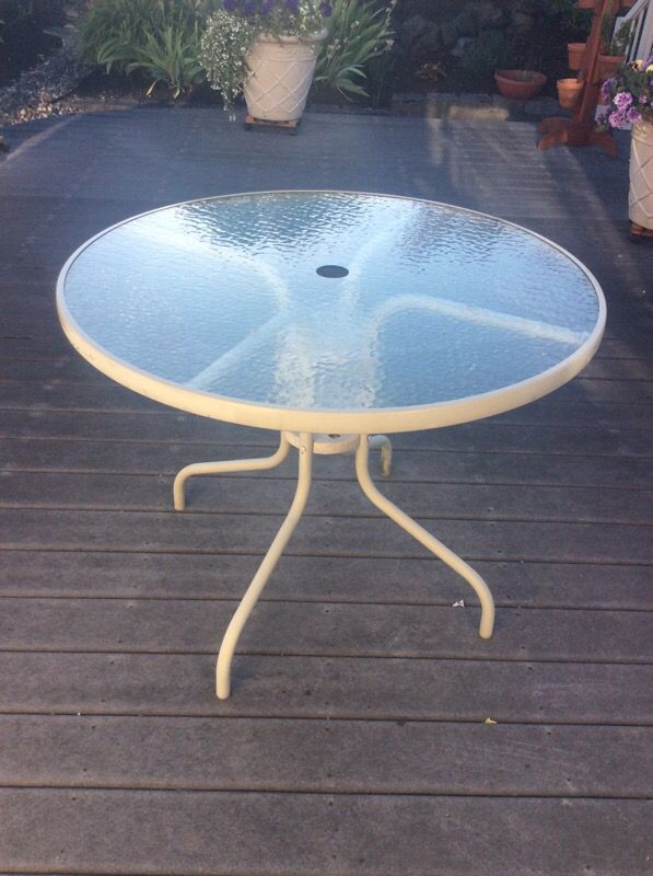 Outdoor table furniture in edmonds wa offerup for Furniture edmonds wa