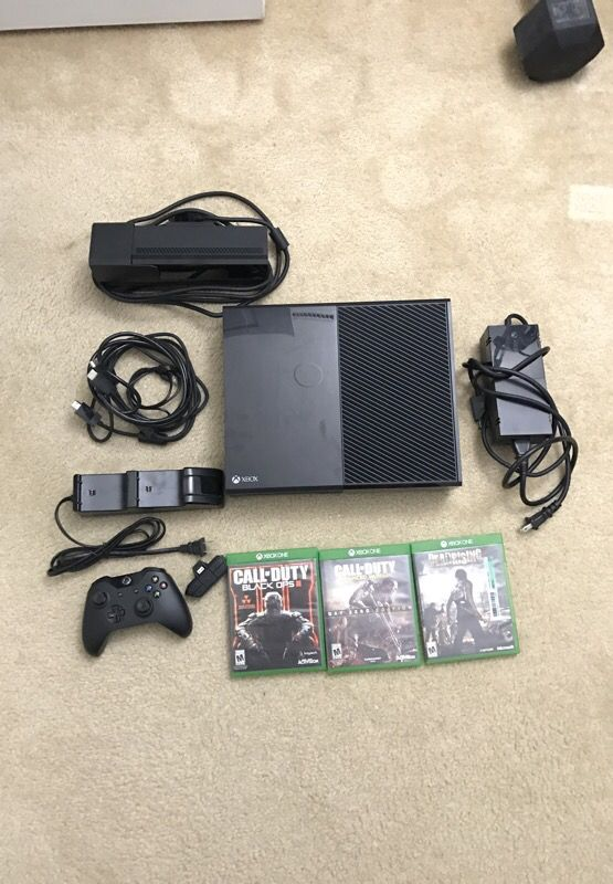 Xbox ONE 500 gb + Kinect, Controller charging stand, Headset Adaptor and 3 games