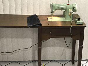 Sewing machine singer model 185k made in Great Britain works great 👍. Máquina de coser singer trabaja excelente buena para coser cuero ,jeans y toda