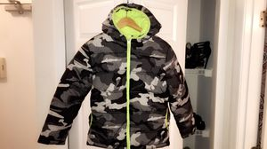 Black, green, and gray camouflage zip-up bubble jacket