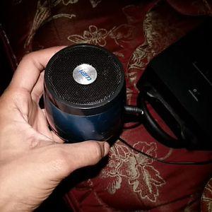 Small speaker