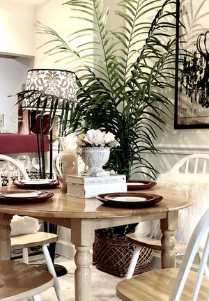 SOLID WOOD DINING TABLE /w 4 WHITE and NATURAL WINDSOR CHAIRS