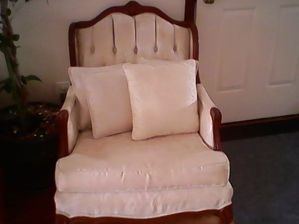 Living room set (Furniture) in East Providence, RI