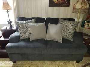 Sofa excellent condition, smoke & pet free must see