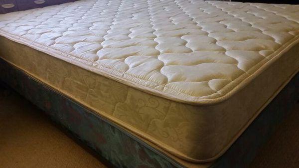 Full mattress box spring frame Furniture in Lynnwood