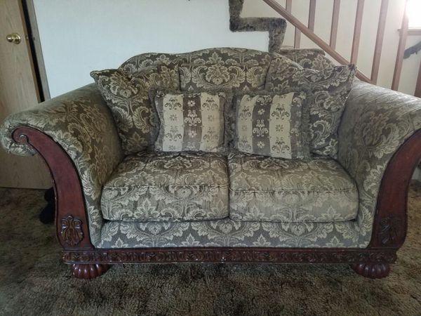 Couches furniture in auburn wa offerup for Furniture auburn wa
