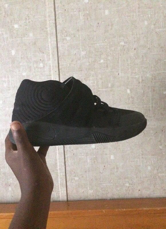 23f08f6b0598 ... amazon kyrie 2s size 7 wore them 3 times general in violet la offerup  fd720 36a56