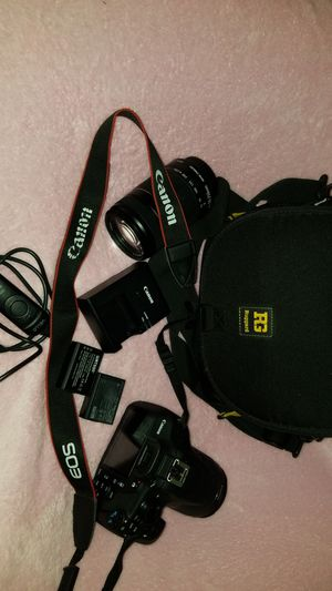 Canon camera w/carrying case