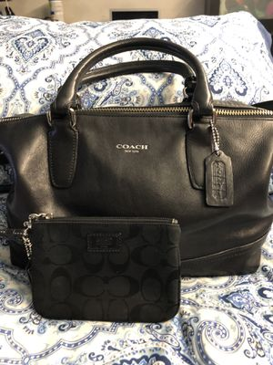 Beautiful leather coach with free wristlet