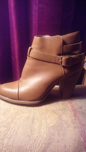 Woman's ankle boots. Size 7 1/2