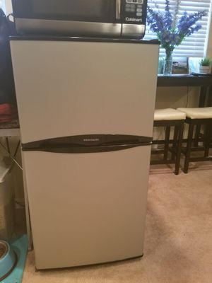 2 Door Frigidaire Compact With Top Freezer