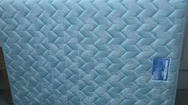 used queen mattress. Gently Used Queen Mattress \u0026 Box Spring