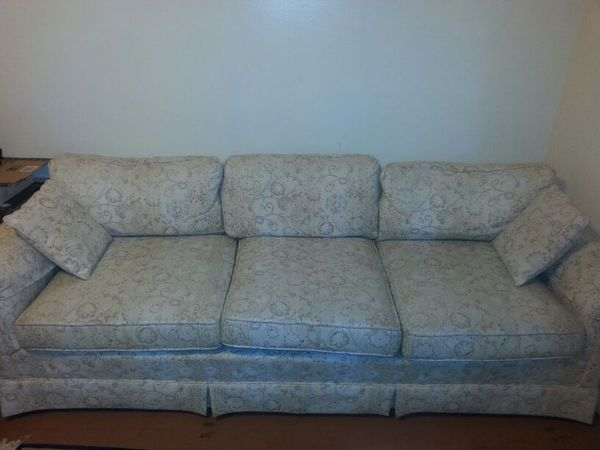 Free couch furniture in seattle wa offerup for Furniture movers seattle