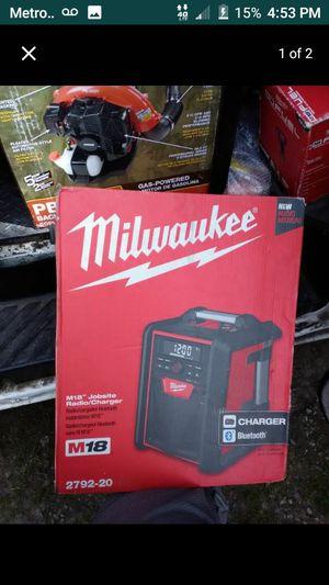MILWAUKEE BLUETOOTH SPEAKER M18 CHARGER AMFM RADIO NEW IN BOX NUEVO EN CAJA🚨🚨🚨