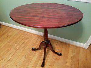 Beautiful tilt-top oval table