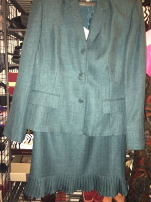 Ladies Designer 2-piece Suit Size 16