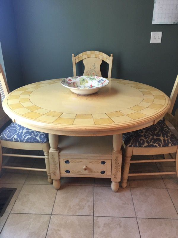 Table W 4 Chairs Furniture In Chattanooga TN