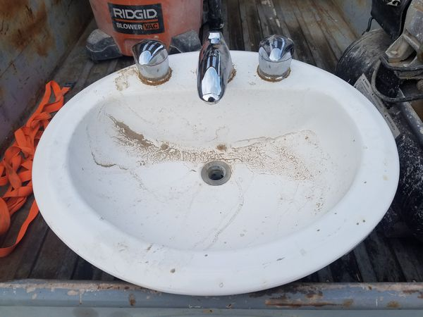 2 white drop in sinks w/faucet (Appliances) in Apple Valley, CA