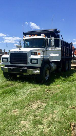 1999 Mack dump truck