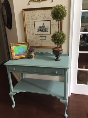 Gorgeous antique!! Perfect in foyer/TV console/buffet/changing table