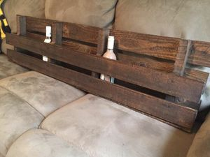 Reclaimed pallet shelf home decor: primitive decor