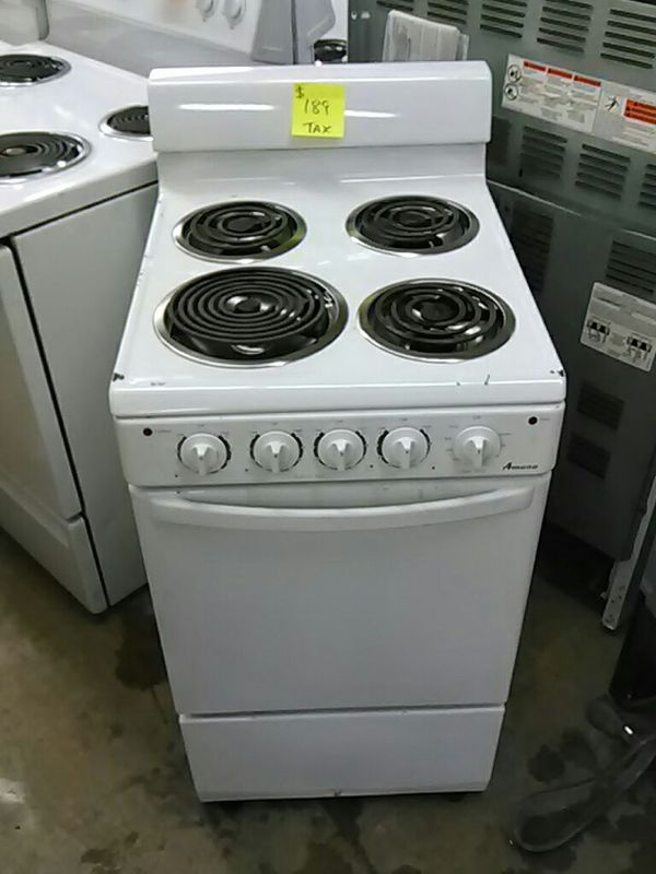 Electric white stove (apartment size) (Appliances) in Memphis, TN