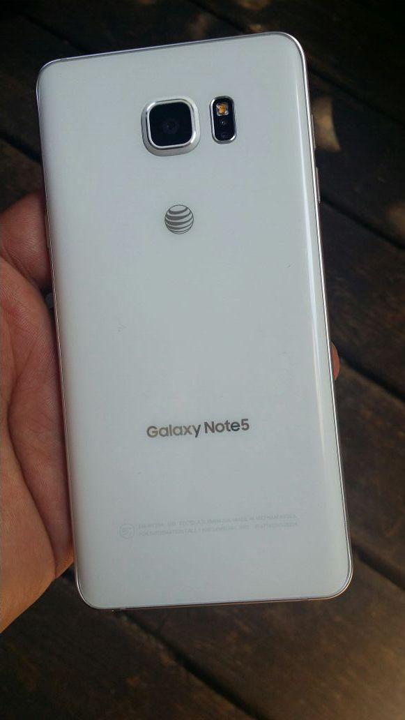 Galaxy note 5 liverado para cualquier conpañia not tengo el cargador solo el telefono buenas conditions