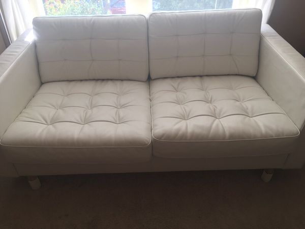 White leather love seat in nearly new condition furniture for Furniture pick up seattle