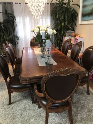 Dining Table With 8 Chairs Excellent Condition