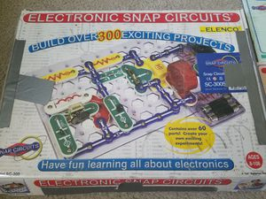 Electronic snap current toy set