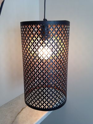 Metal pendant light (bulb included)