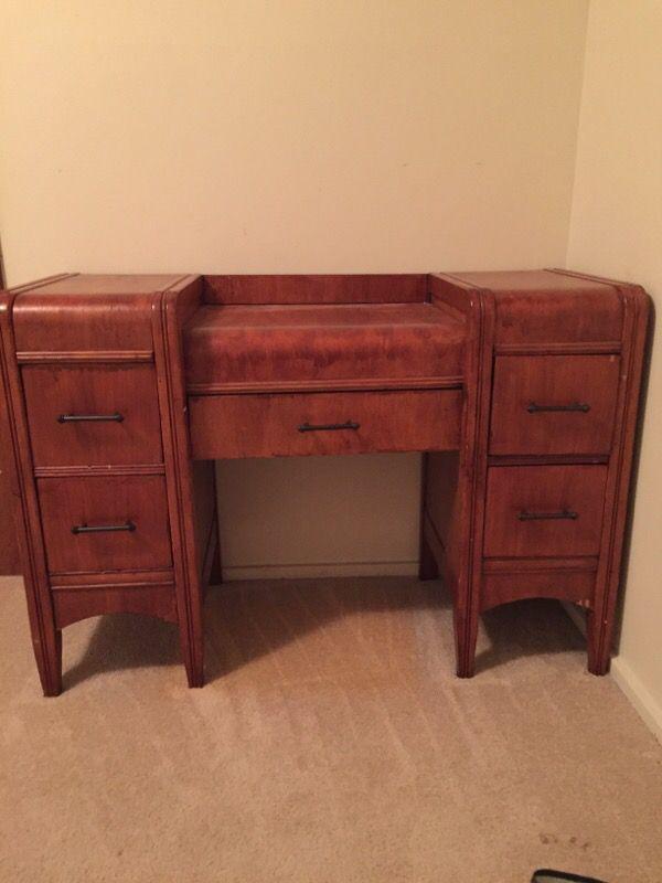 Vanity desk furniture in lynnwood wa offerup for Furniture lynnwood washington