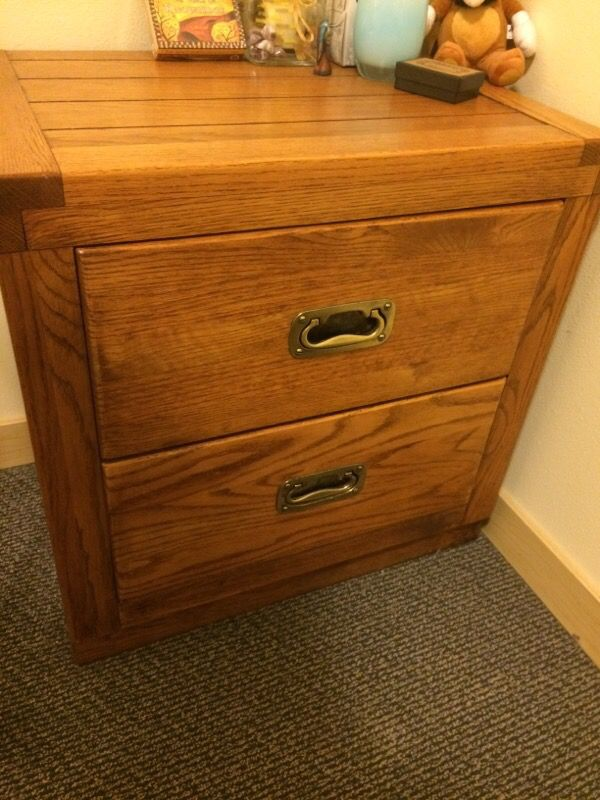 Oak wood bedroom set furniture in seattle wa offerup for Offer up furniture