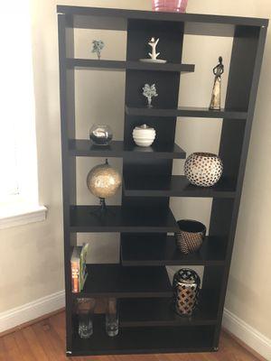 Deco and bookshelves like new