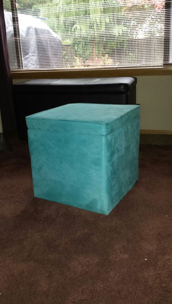 Turquoise microfiber ottoman furniture in everett wa for Furniture in everett wa