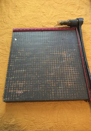 """Inventory 18"""" guillotine style paper cutter"""