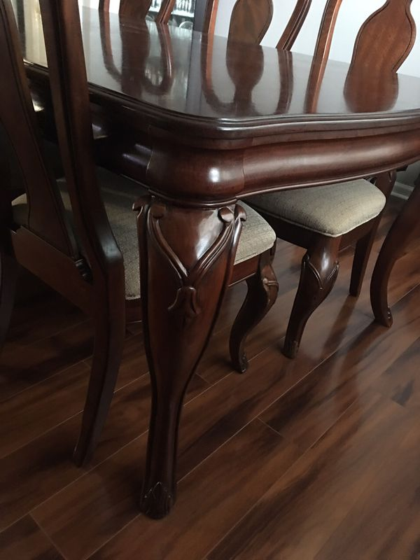 Dining Table With 8 Chairs Excellent Condition Furniture In Charlotte NC