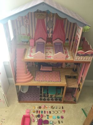 Kidkraft Barbie dollhouse with accessories