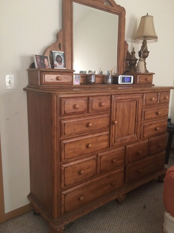 Bedroom dresser furniture in romeoville il offerup for Offer up furniture