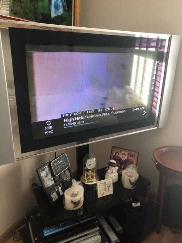 Sony TV 46 Plasma with wall mount and remote control