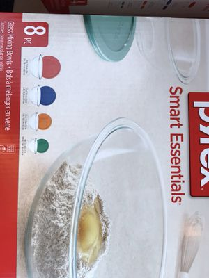 8 pcs Pyrex set for sale, new and unopened box.