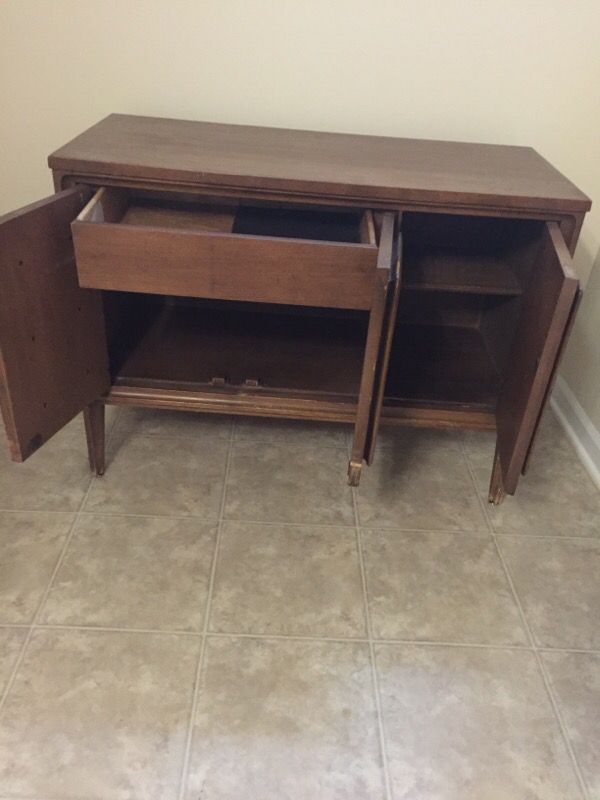 Brown wooden cabinet furniture in chicago il offerup for Furniture 60614