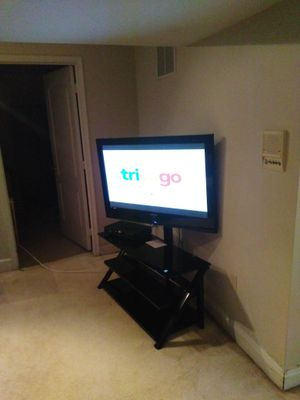 TV Sansug 45 in buen estado incluye el mueble