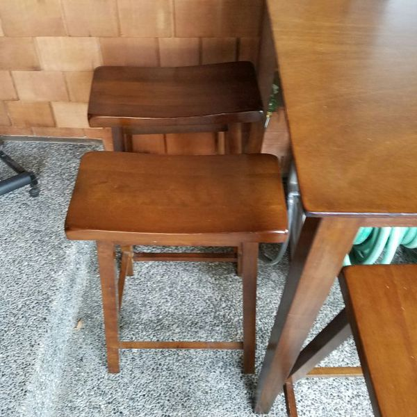 Table with 4 chairs furniture in everett wa offerup for Furniture in everett